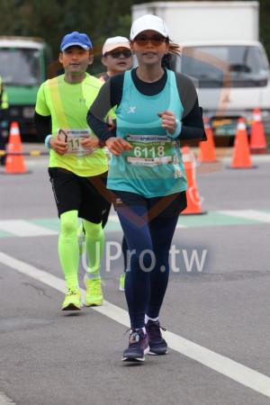 金門馬拉松-終點前500公尺08(MING JYUN WANG):馬拉松21 0975KM,6118,陳高馨