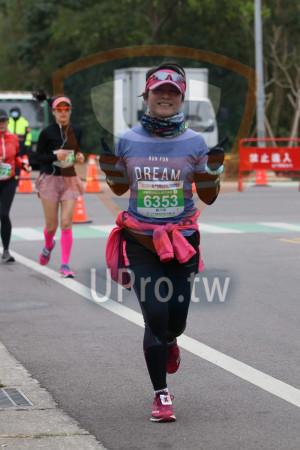 金門馬拉松-終點前500公尺08(MING JYUN WANG):禁止進入,RUN FOR,DREAM,2ΟΙΟ金門馬拉松,半程馬拉松21 0975KM,6353,鄭月琴