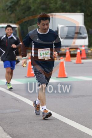 金門馬拉松-終點前500公尺08(MING JYUN WANG):2019金門馬拉松,半程熊拉松21.0975KMM,5187,黃松年,.