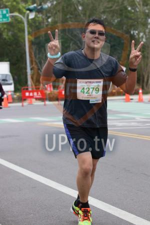 金門馬拉松-終點前500公尺08(MING JYUN WANG):2019金門馬拉松以NME,半程馬拉松21 0975KM,蔡耀文
