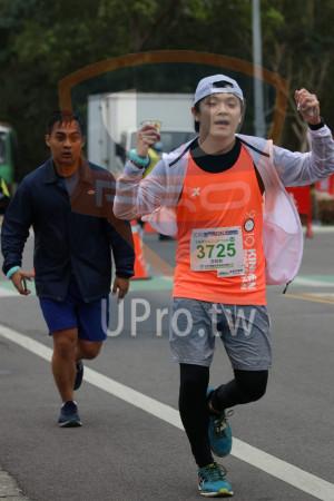金門馬拉松-終點前500公尺08(MING JYUN WANG):2019金門馬拉松5esn,半程馬拉松21.0975KM,3725°,游皓鈞