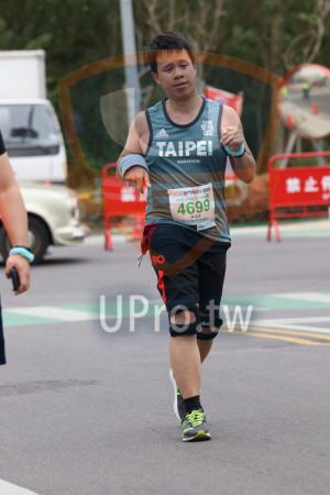 金門馬拉松-終點前500公尺10(MING JYUN WANG):TAIPE,MARATHON,2019金門馬拉松,半程馬拉松21 0975KM,4699,陳鴻儒,eller