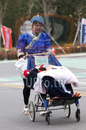 金門馬拉松-終點前500公尺14(MING JYUN WANG):2019金門馬拉松,3605,趙致老