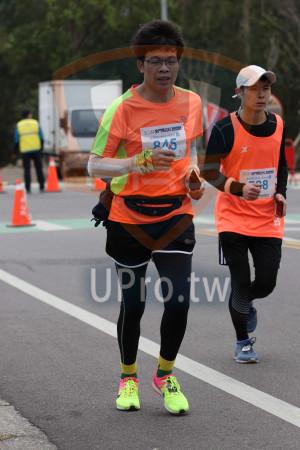 金門馬拉松-終點前500公尺14(MING JYUN WANG):2019金門馬拉松,全程馬拉€42.195KM N,Q45,2,8010金門馬拉松,98