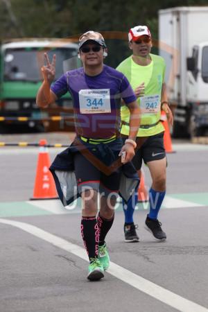 金門馬拉松-終點前500公尺15(MING JYUN WANG):2019金門馬拉松,全程馬拉松42.195KM,344,劉廣華,242