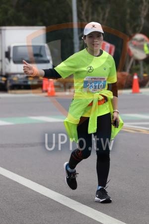 金門馬拉松-終點前500公尺15(MING JYUN WANG):KELME,KNME,全程馬斑松42.195KM 0,2310,游曉玲