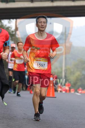 賽道5K處,補給站前03(Ming Jyun Wang):1597,苻物