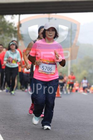 賽道5K處,補給站前04(Ming Jyun Wang):女生組 杯,5706