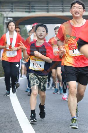 賽道5K處,補給站前04(Ming Jyun Wang):98VP大桔大观,·,PHOTO,VIP,1736,樱大桔大,1175,獎牌