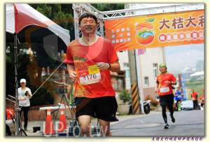 大桔大利峨眉鄉半程馬拉松 起終點處 (2)(ssu ying Chiou):大桔大,OOS,峨眉鄉半程馬,PHOTO 0,046,VIP,位縣所